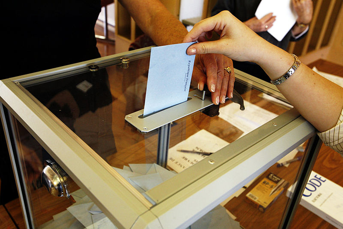 800px-Election_MG_3455-Co.jpg