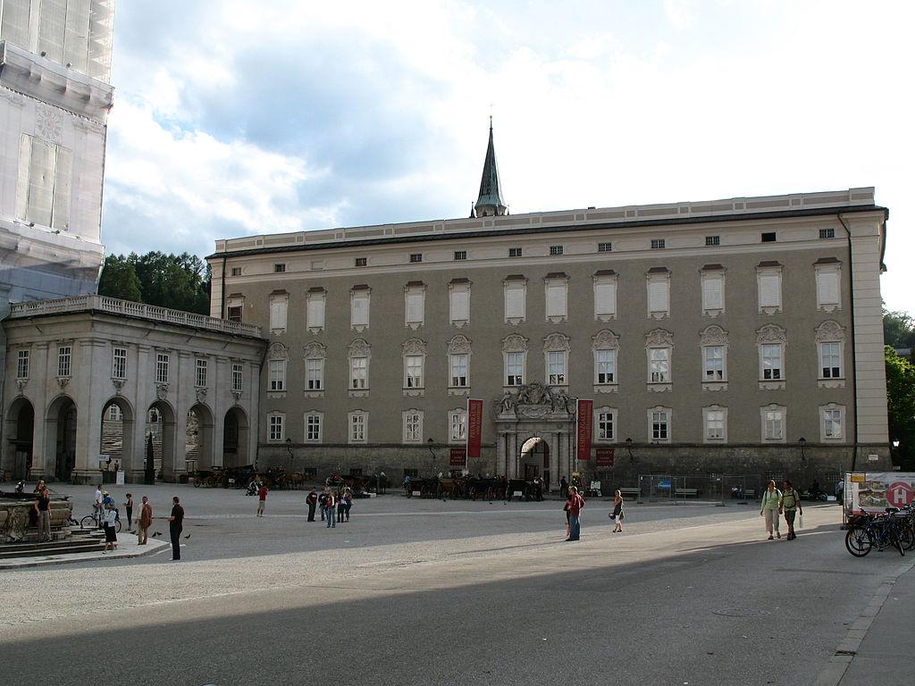 1024px-2046_-_Salzburg_-_Residenzplatz_-_Residenz