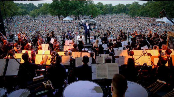 koncert-na-otvorenom-BGF-2017-dirigent-Gabriejl-Felc-678x381-1.jpg