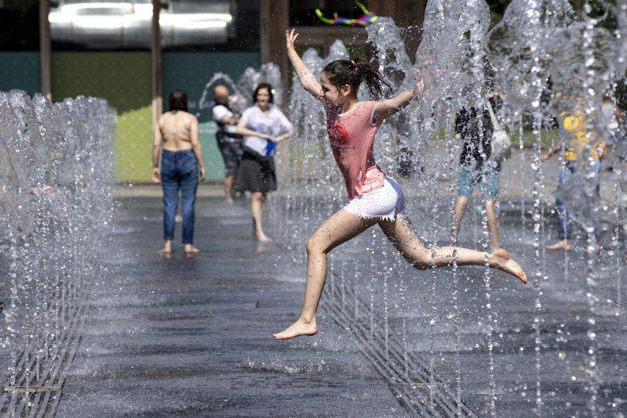 Virus Outbreak Russia Hot Weather