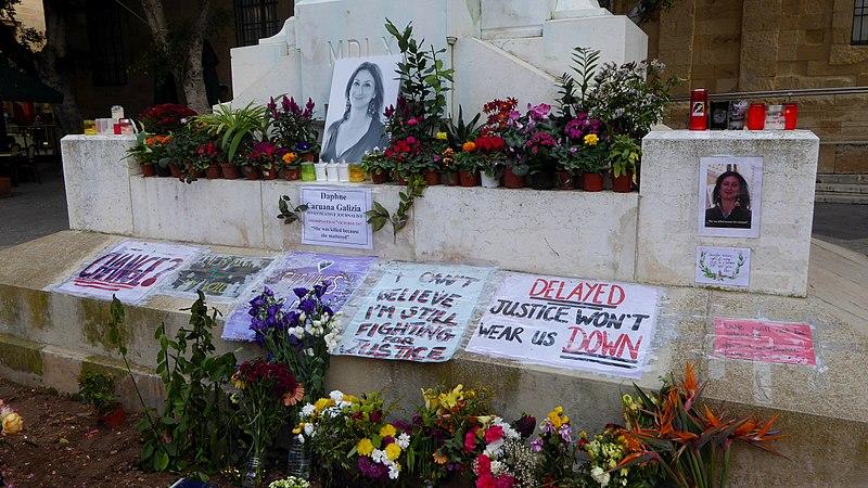800px-Memorial_to_Daphne_Caruana_Galizia