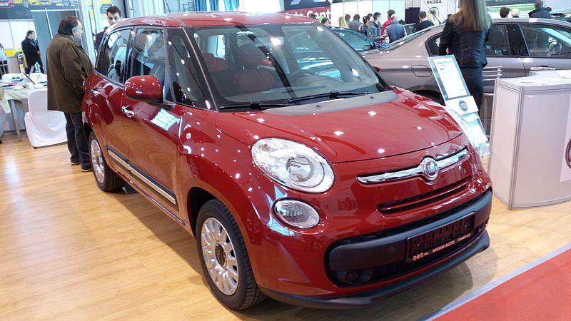 Fiat_500L_in_Kragujevac.jpg