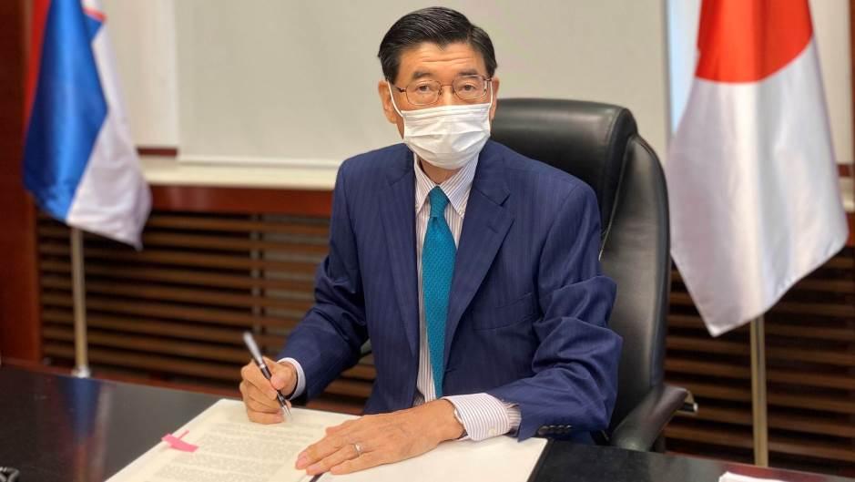 slika-ambasadora-Japana-prilikom-potpisivanja-1.jpg