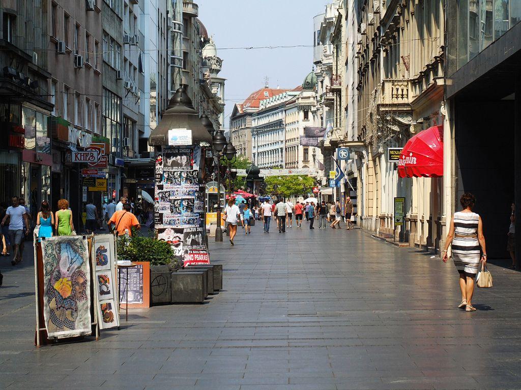 1024px-Knez_Mihailova_street_Belgrade_by_Pudelek_2.jpg