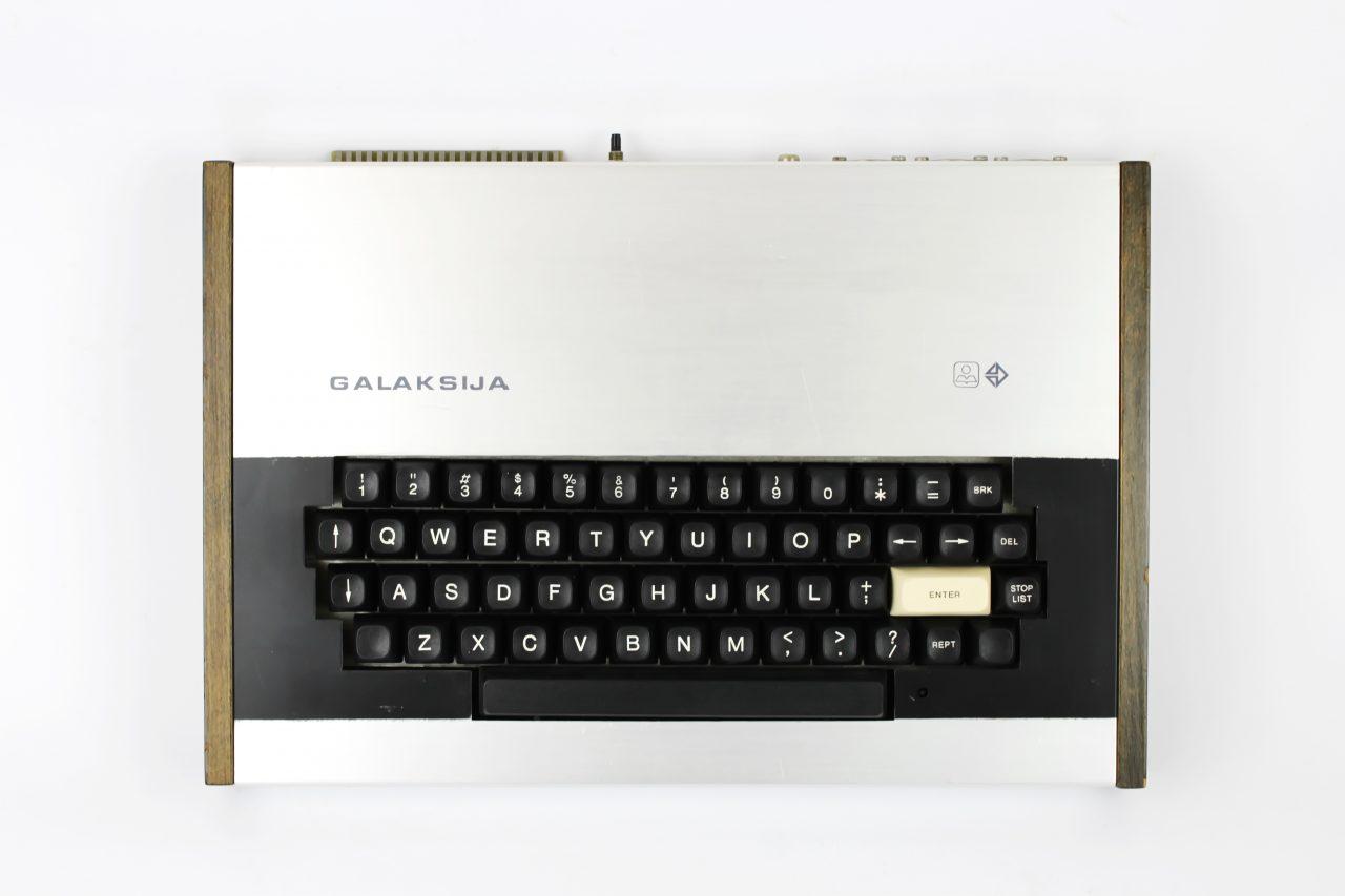 Desktop_computer_GALAKSIJA,_1983