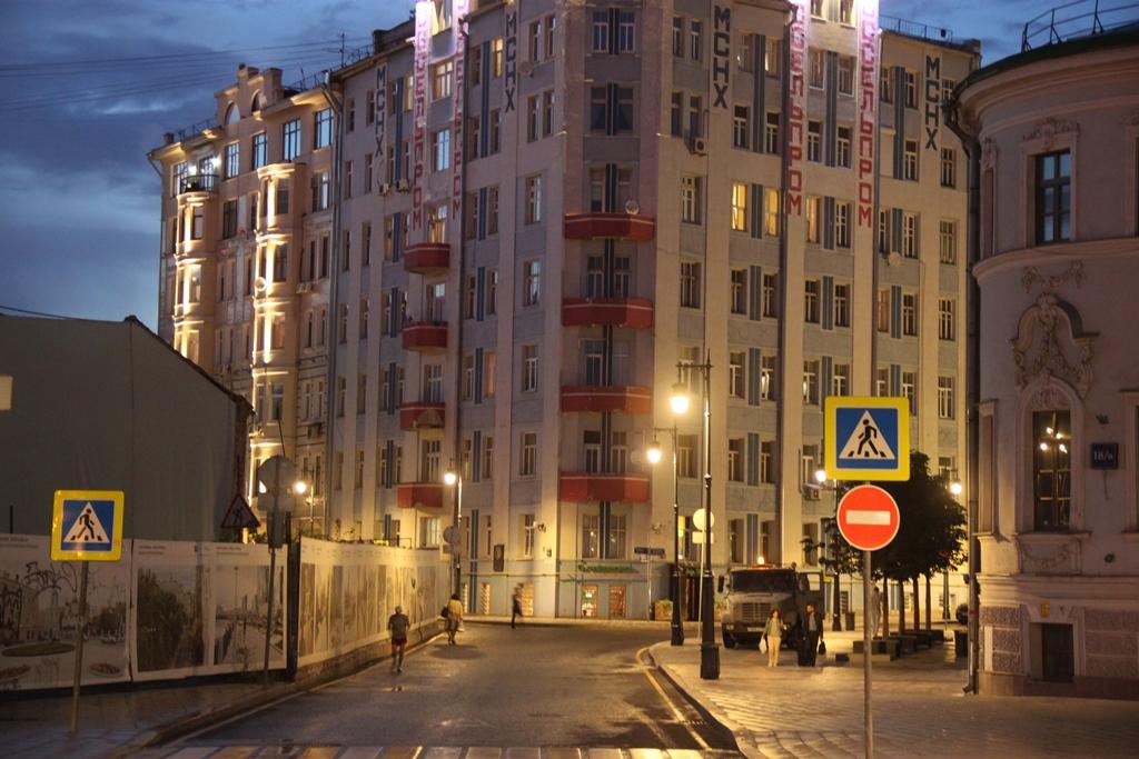 Arbat_Moscow_Russia_41504956100.jpg