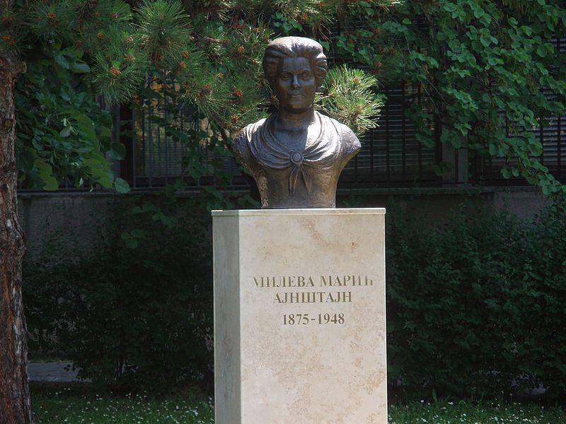 Spomenik_Milevi_Marić_Ajnštajn_-_panoramio.jpg