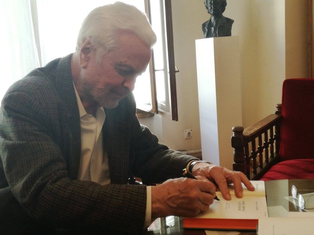 Ljubomir_Simovic_signing_books_for_Adligat