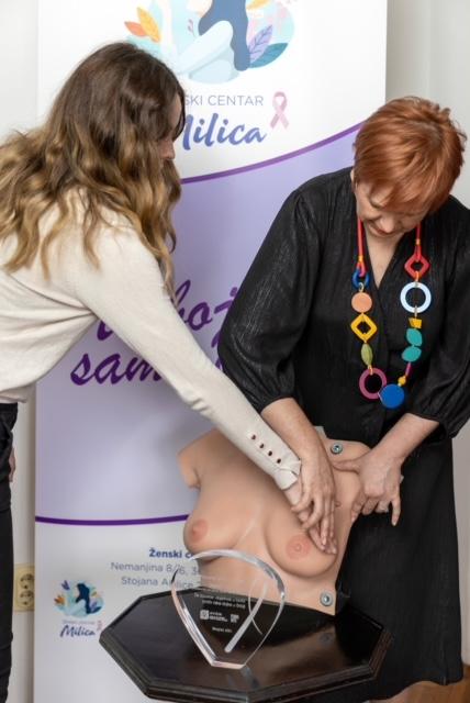 Priznanje za izuzetan doprinos u borbi protiv raka dojke uručeno Vesni Bondžić (1)